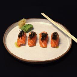 Nigiri salmão com alho-poró