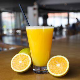 Suco natural laranja.