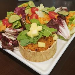 Tortinha de mandioquinha com queijo branco 160 gr + Salada