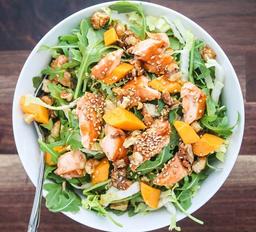 Salada de salmão e manga