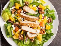 Monte sua Salada com Grelhado e Bebida