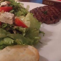 Hamburguer Vegano + Salada Brasília