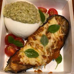 Burrata ao Pesto com Berinjela Gratinada ao Pomodoro