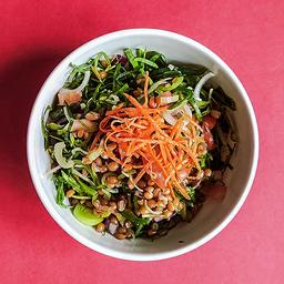 Salada verde com grão de bico e vinagrete de tangerina