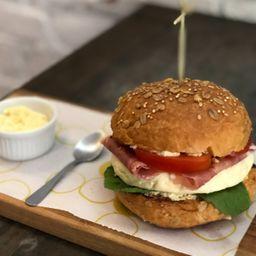 Sanduíche de Parma com Queijo Branco