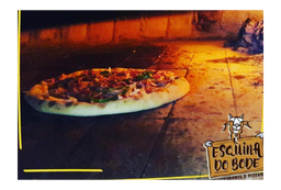 Pizza de Mussarela (Forno a Lenha)