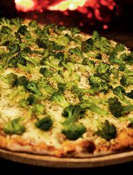 Pizza De Brócolis Com Mussarela