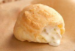 Pão de Queijo Recheado de Requeijão e Azeitona