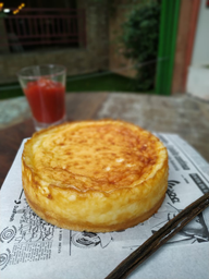 Torta de queijo com compota de goiaba