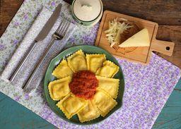 Ravioli quatro queijos ao sugo