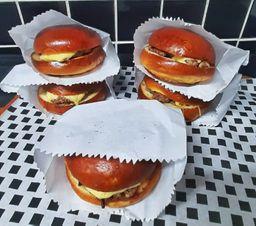 Combo BFive (5 cheeseburgeres) Serve 4 a 5 pessoas
