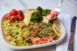 Bowl Salmão com Ervas, Couscous e Pupunha