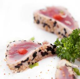 Sashimi de atum tataki
