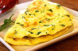 Salada verde com omelete