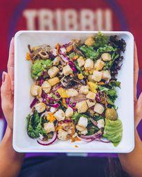 Salada Média - 400g - Até 12 Adicionais + Suco natural 300ml
