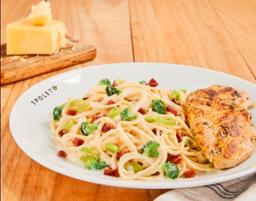 Spaghetti com filé de frango