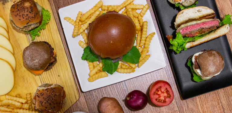 Logo Rizz Burger House